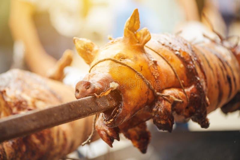вертел зажаренный в духовке свиньей стоковые изображения