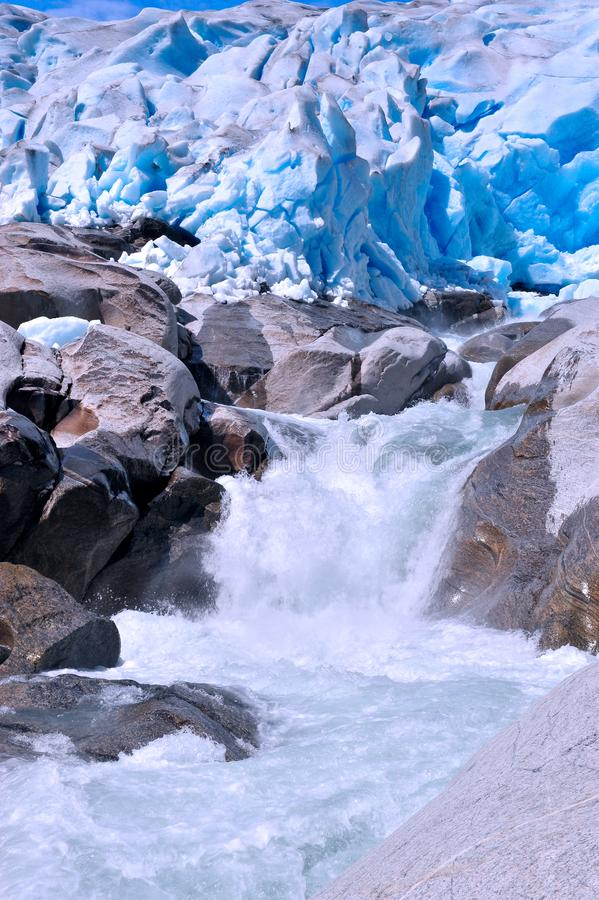 Вертикальное изображение ледника Nigardsbreen, Норвегии стоковая фотография