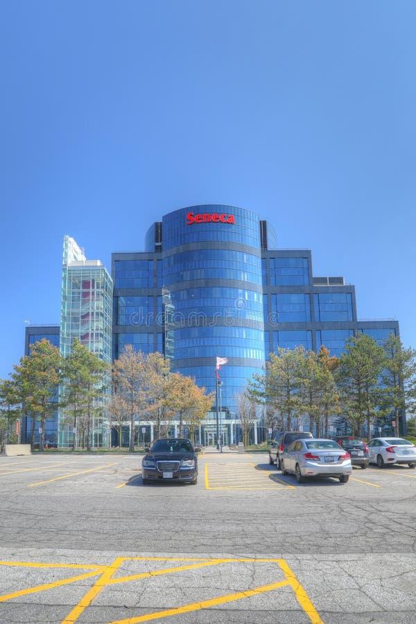 Вертикаль здания коллежа Seneca в Markham, Канаде стоковая фотография rf