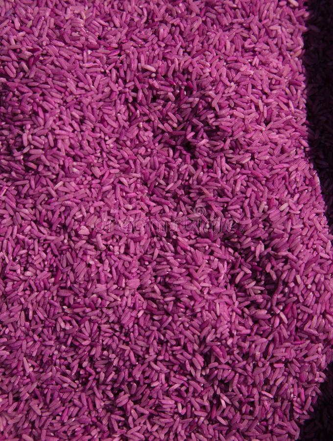 Вертикаль цвета сырой предпосылки зерен риса пурпурная стоковые фотографии rf