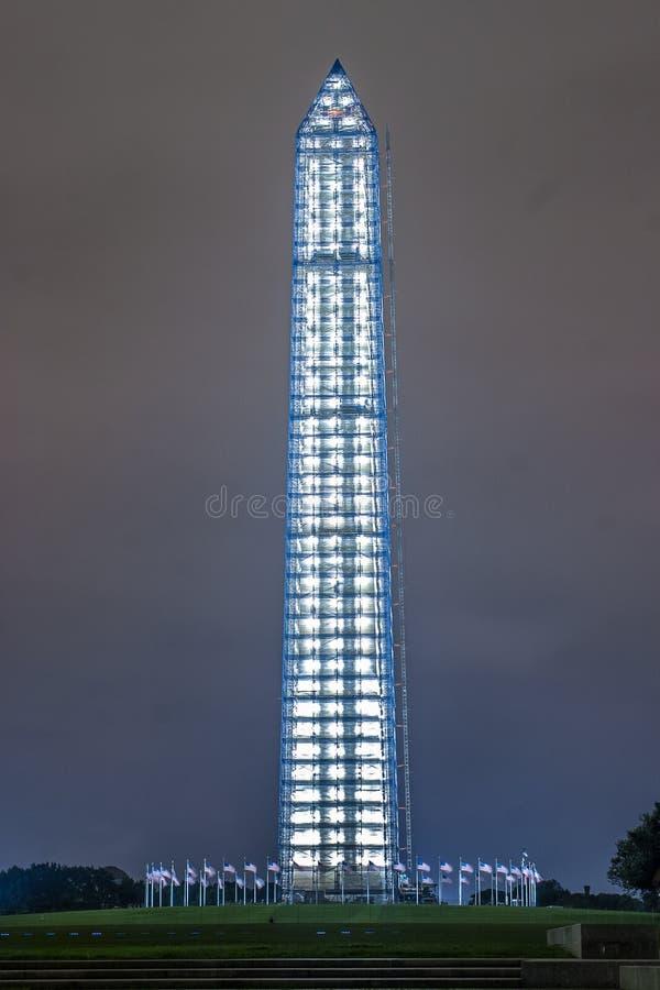 Вертикальное изображение памятника Вашингтона на ноче стоковое изображение rf
