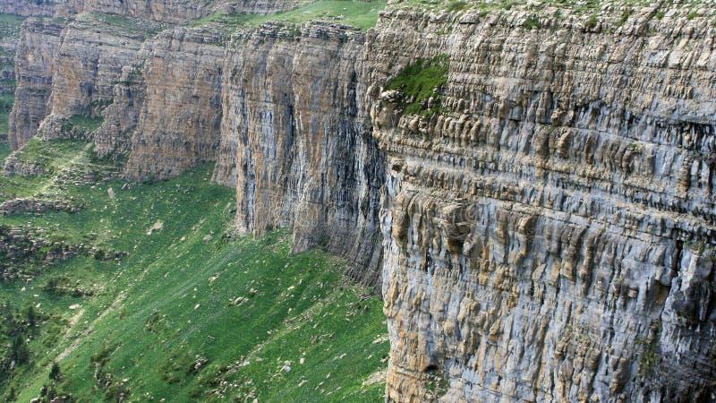 Вертикальные наклоны в национальный парк Ordesa стоковые изображения