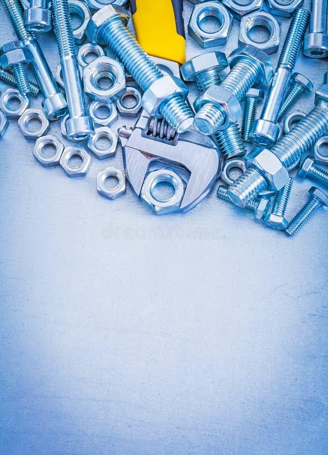 Вертикальный взгляд деталей болта металла раздвижного ключа стоковое фото