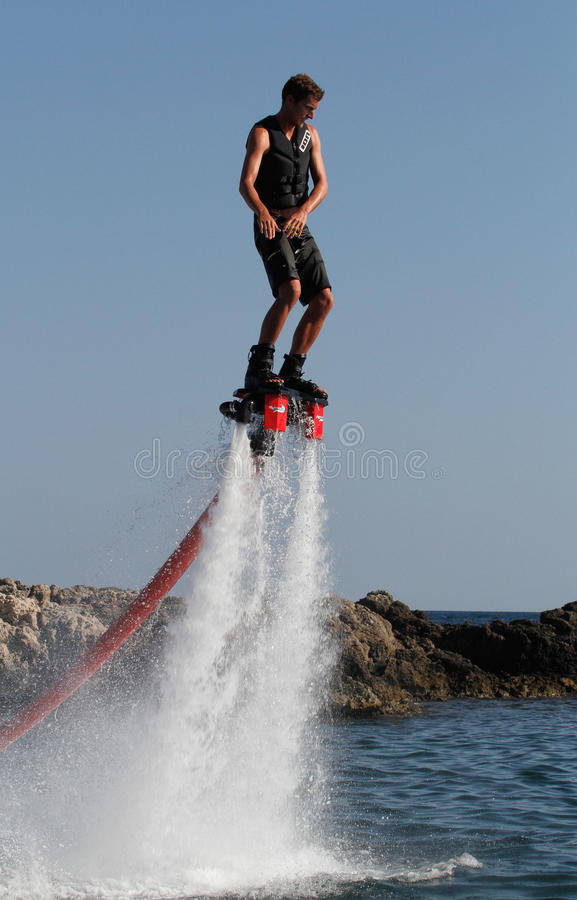Вертикаль Flyboarding стоковые изображения