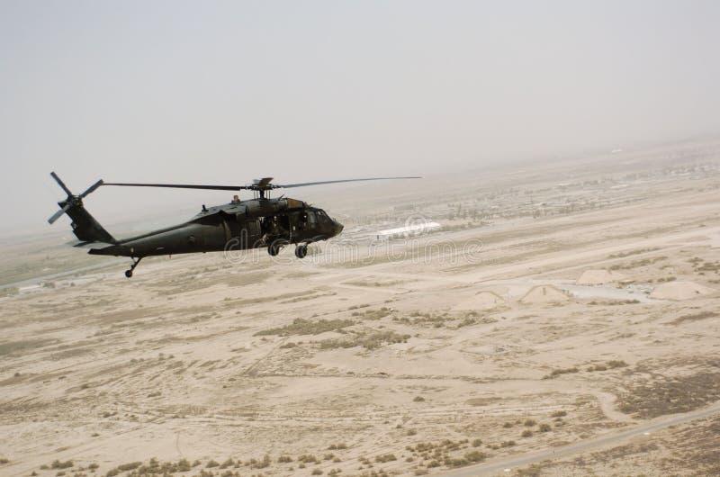 вертолет Ирак летания сверх стоковые изображения rf