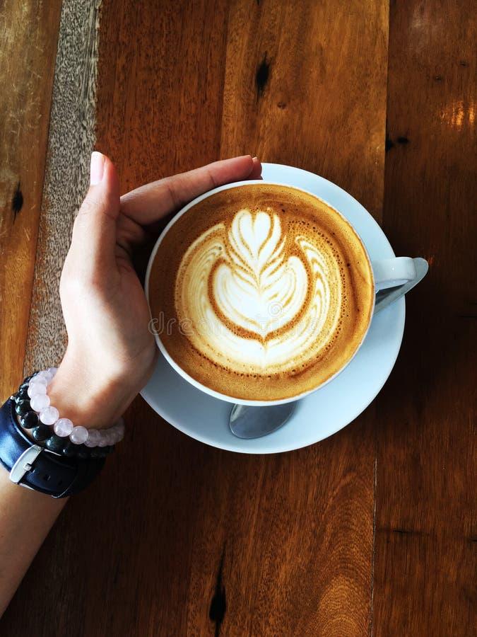 Верхнее искусство Latte сердца двойника съемки стоковые фото