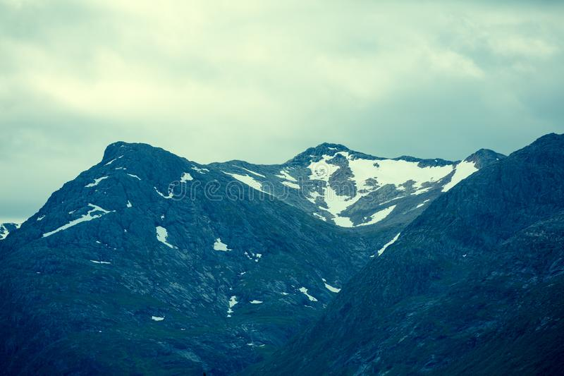 Верхние части гор с ледниками стоковые фотографии rf