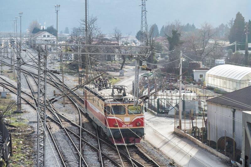 Верхний взгляд перспективы на железнодорожный разветвлять стоковые изображения rf