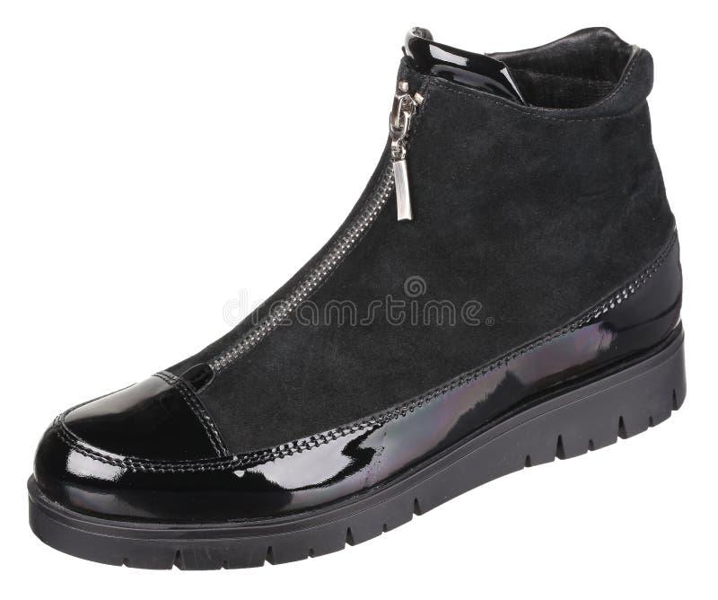 Верхний вид сбокуый черной замши и залакированного кожаного женского ботинка стоковое фото