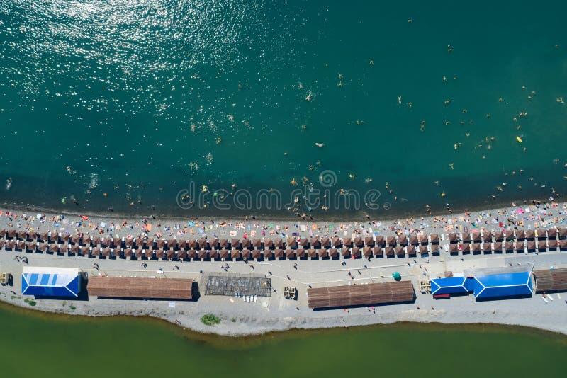 Верхний вид с воздуха пляжа стоковые фото