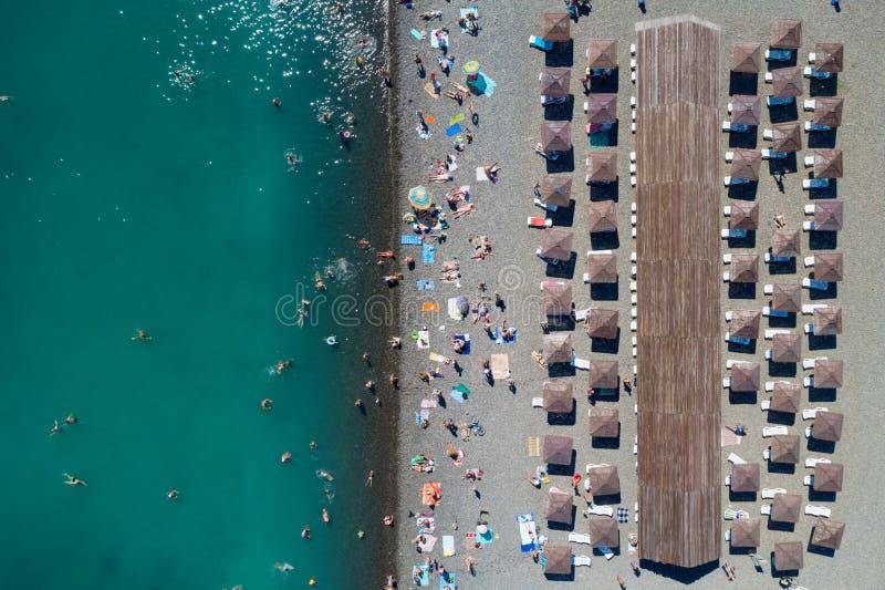 Верхний вид с воздуха пляжа стоковые изображения