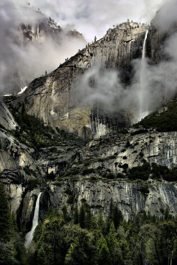 Верхний и более низкий Yosemite Falls стоковые фотографии rf