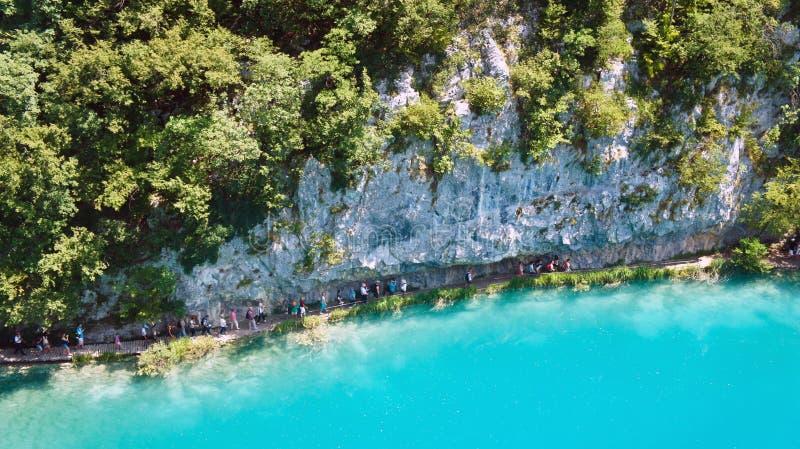 Верхний сценарный взгляд озер Plitvice, красивая природа национального парка в Хорватии, солнечный день стоковые фотографии rf