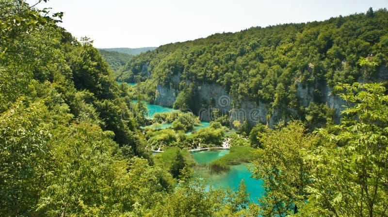 Верхний сценарный взгляд озер Plitvice, национальный парк в Хорватии, солнечном дне стоковое фото