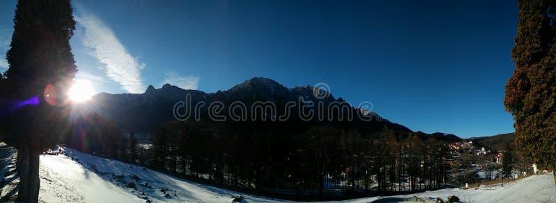 Верхняя панорама горы стоковая фотография