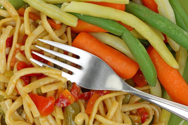 Верхняя часть вилки овощей лапшей вся стоковая фотография rf