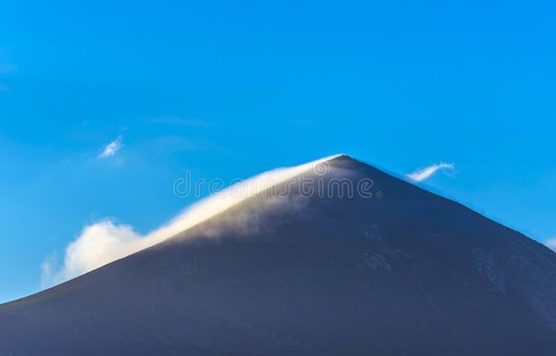 Верхняя часть вулкана в районе Timanfaya стоковые фотографии rf