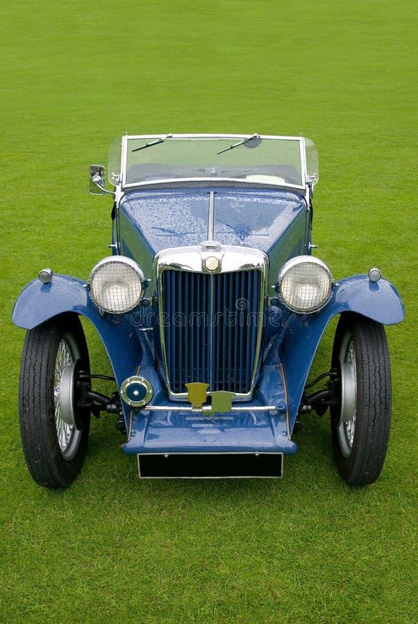 верхняя часть голубого автомобиля классицистическая мягкая стоковая фотография rf
