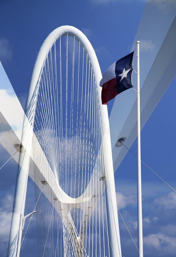 Верхняя часть 2 мостов Маргарета на городе Далласе стоковая фотография rf