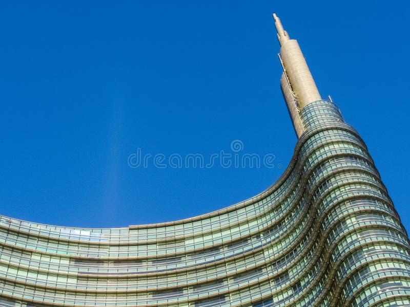 Верхняя часть небоскреба в милане стоковое изображение