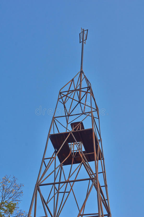 Верхняя часть триангулирования башни металла стоковое фото