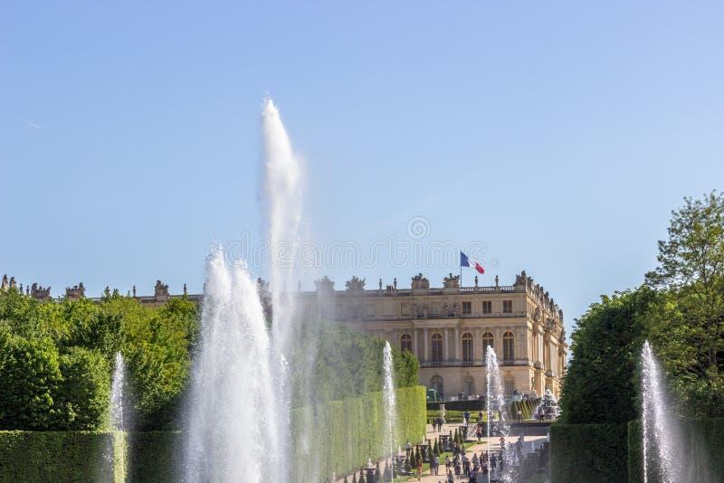 Верхняя часть фонтана Нептуна и дворца, Версаль, Франции стоковая фотография rf