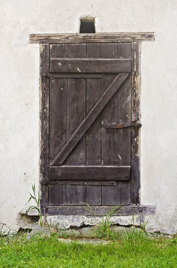 дверь амбара старая стоковое фото