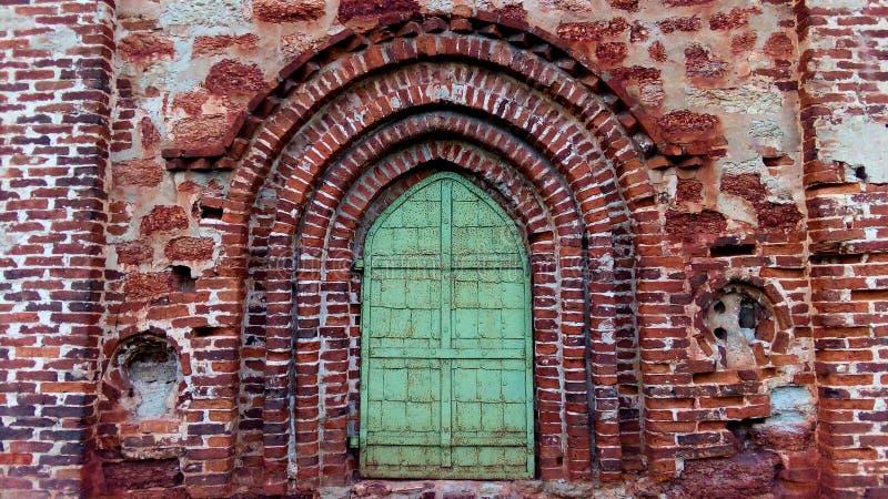 дверь церков старая стоковые изображения rf
