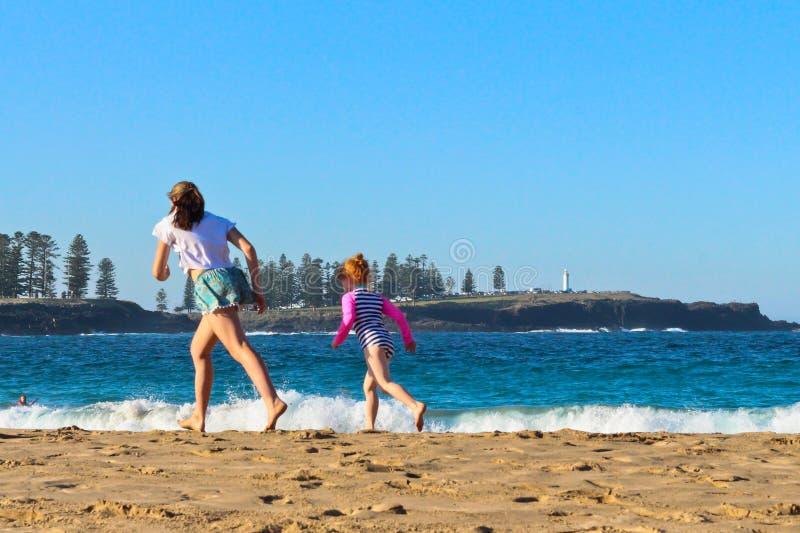 Весенний день на пляже Kendalls, Kiama стоковое изображение rf