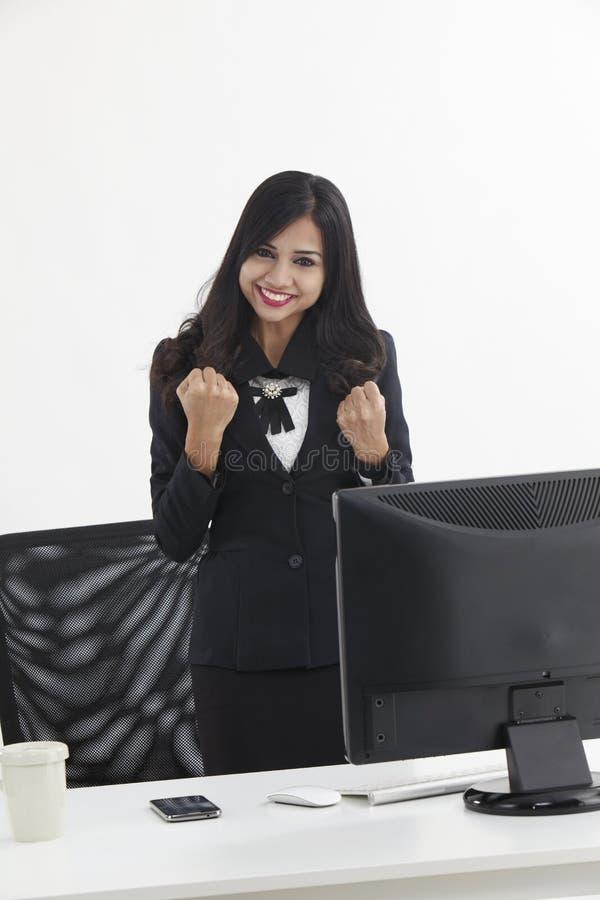 Веселить бизнес-леди стоковое фото