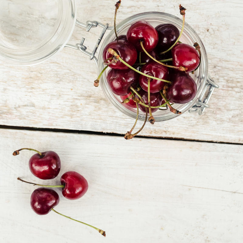 Веселое одичалой вишни сладостное стоковая фотография