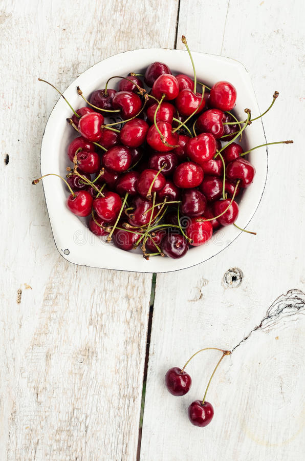 Веселое одичалой вишни сладостное стоковое изображение