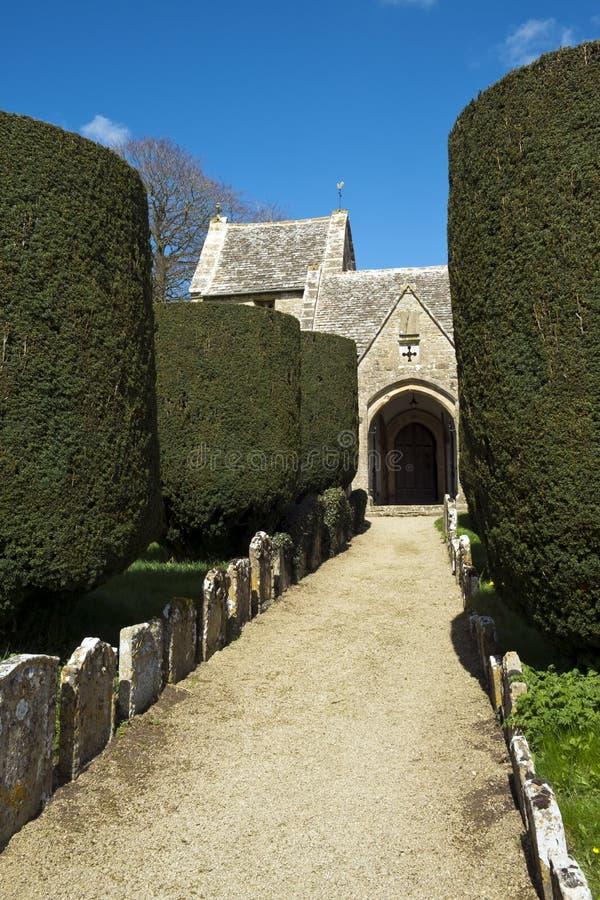 Весна, аббаты церковь Duntisbourne, Cotswolds, Великобритания стоковые изображения rf