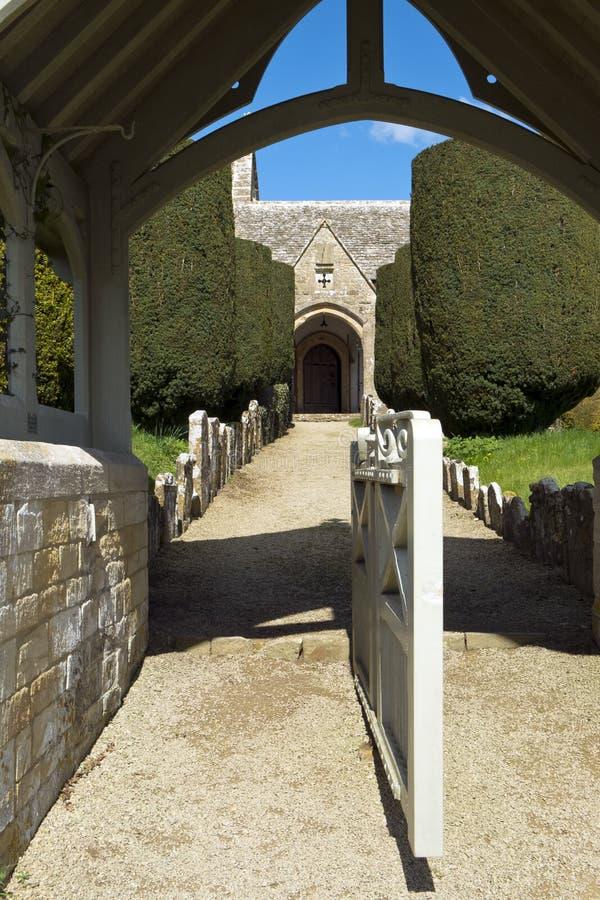 Весна, аббаты церковь Duntisbourne, Cotswolds, Великобритания стоковая фотография rf
