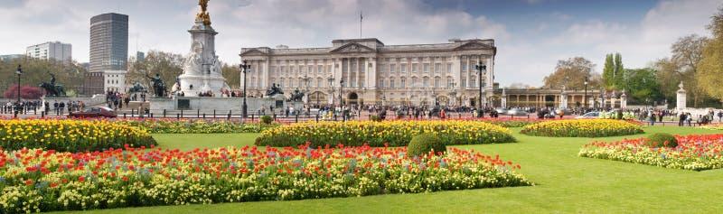 весна Букингемского дворца панорамная стоковое изображение
