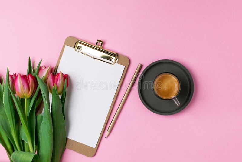 Весна 8-ое марта концепции дня матерей женщин валентинок стоковое изображение