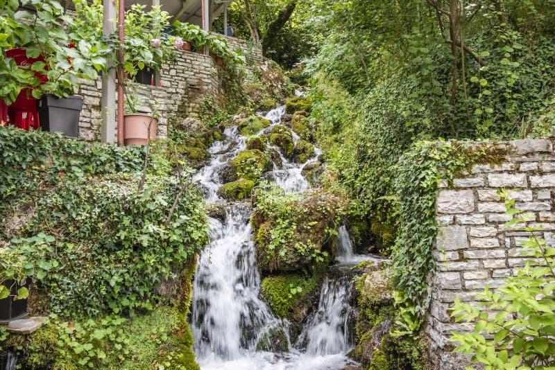 Весна холодной воды города Tepelena стоковое фото