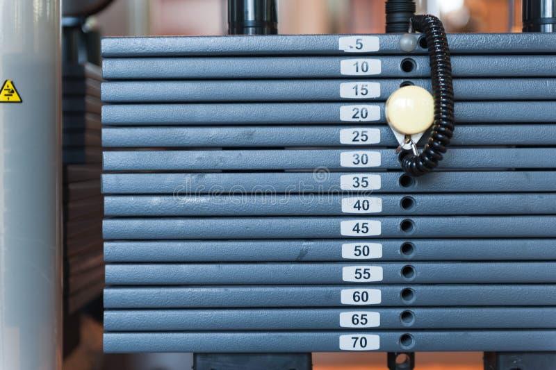 Весы на тренажере стоковое изображение