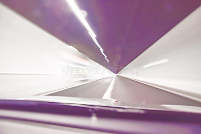 Весьма defocused и неясное изображение внутренности тоннеля стоковые изображения rf