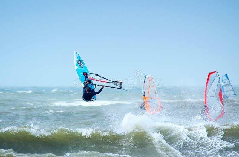 Download весьма windsurfing стоковое фото. изображение насчитывающей океан - 1193002