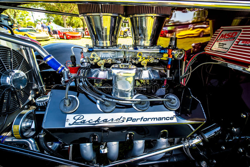 Весь двигатель гонок хрома стоковое фото rf