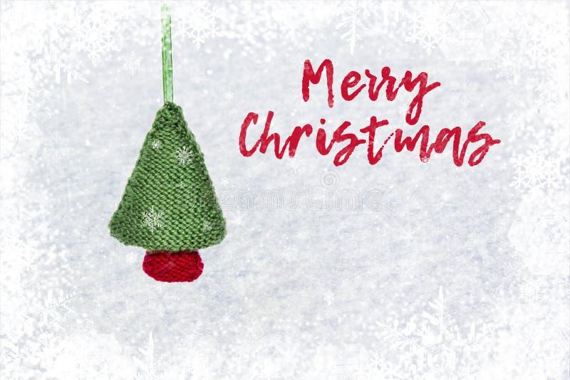 Ветви рождественской елки на белой деревянной текстуре готовой для вашего дизайна Рождество, зима, концепция Нового Года стоковое фото rf