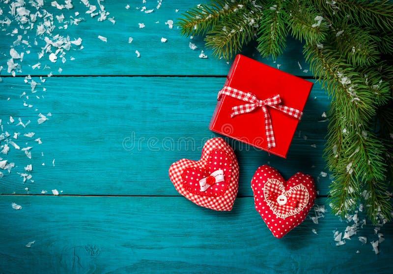 Ветвь рождественской елки с игрушкой снега и сердца стоковые изображения