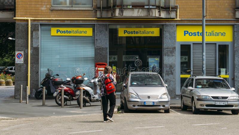 Ветвь Italiane столба Кроме обеспечивать почтовые службы ядра, курорт Italiane столба предлагает интегрированные продукты как стоковая фотография rf