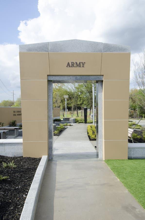 Ветераны парк Северной Каролины, fayetteville 22-ое марта 2012: Припаркуйте преданное ко всем ветеранам NC в положении стоковые изображения