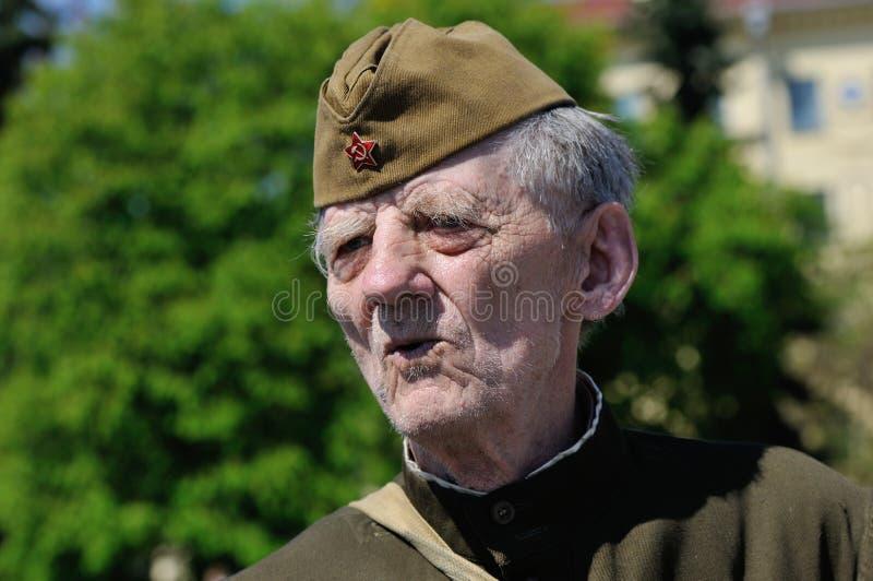 Ветеран WWII во время парада на день победы дальше может 9 стоковые фото