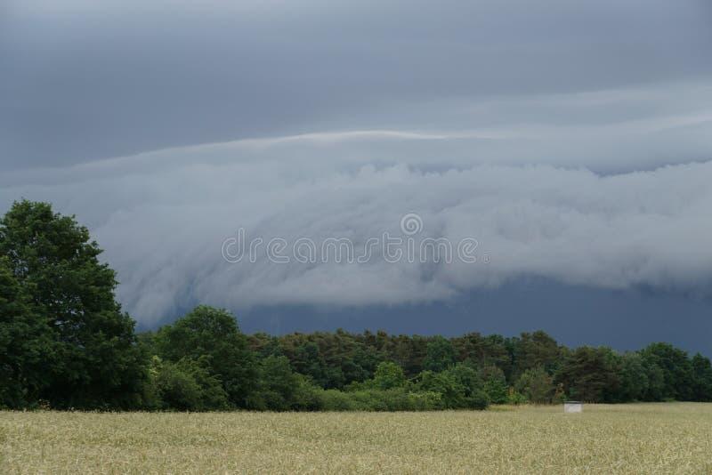 ветер дождя грозы облака shelfcloud стоковые изображения rf