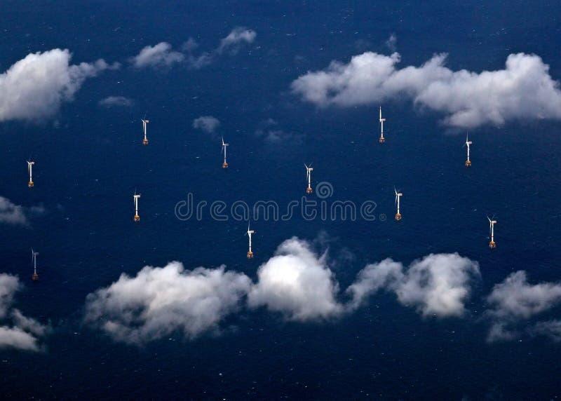 Download ветер турбины стоковое изображение. изображение насчитывающей небо - 41650143