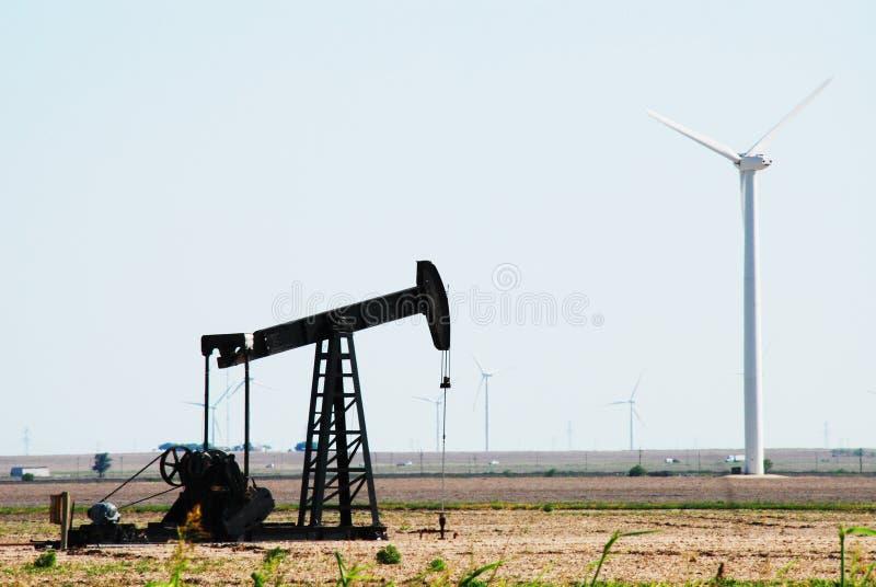 ветер турбин насоса масла стоковая фотография rf