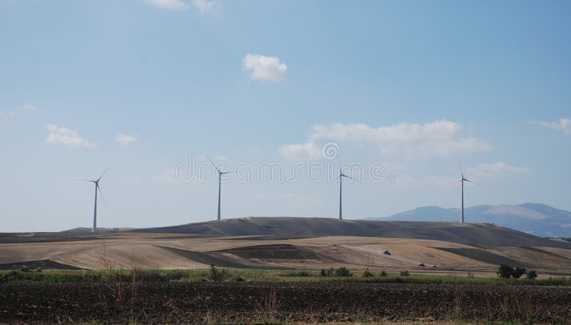 ветер турбин рядка puglia стоковое изображение